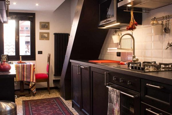 Kitchen: Venice has some of the finest culinary ingredients to be found in the world, this fully equipped kitchen will allow you to make the most of it.